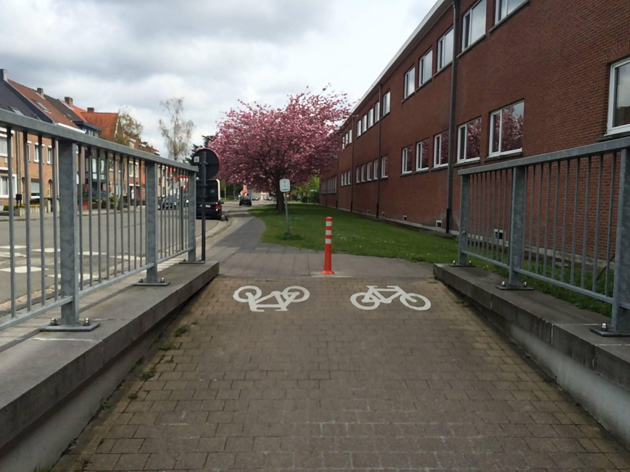 fietspaaltjes tunnel diksmuidse heirweg brugge
