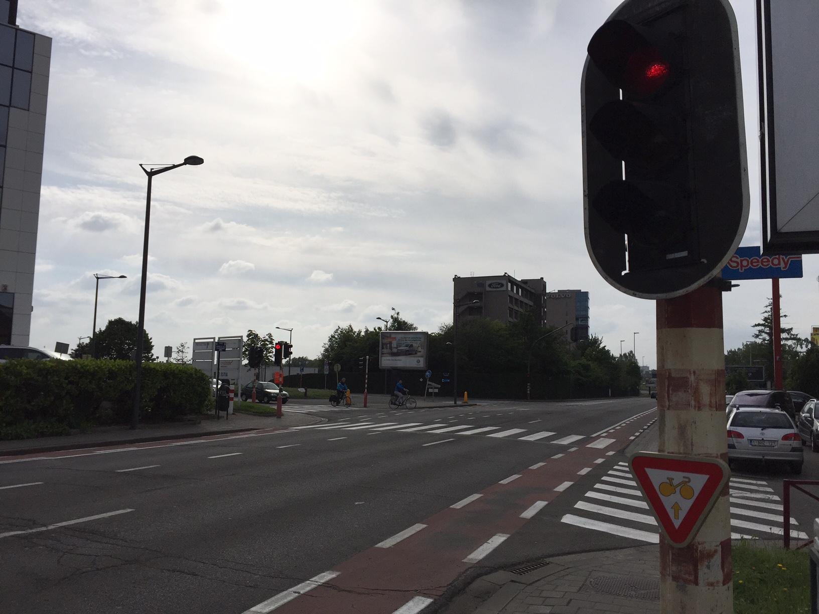 Verkeersbord aan kruispunt in Sint-Agatha-Berchem